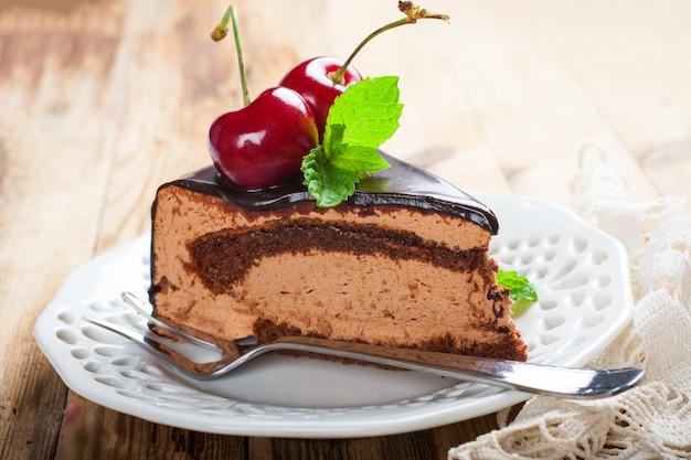 Morceau de délicieux gâteau au chocolat Photo Premium