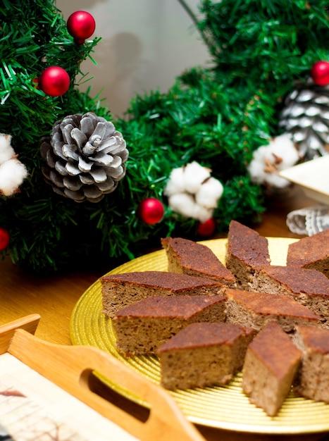 Morceaux De Dessert En Tranches Sur L'assiette Photo gratuit
