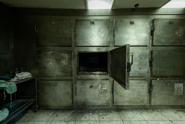 Morgue Abandonnée à L'hôpital Psychiatrique Photo gratuit