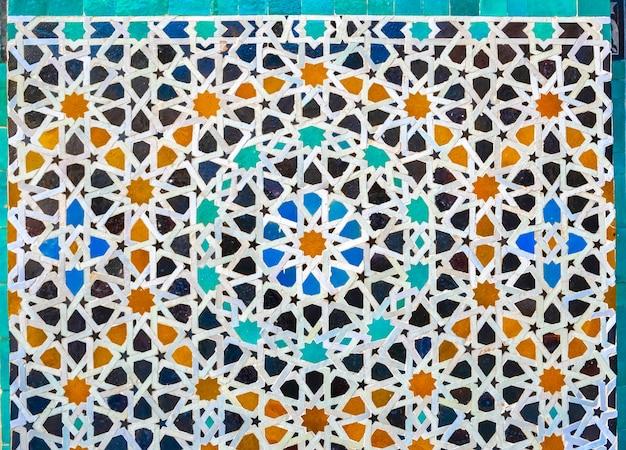 Mosaïque de zellige marocain sur le mur, médina de fès, maroc. Photo Premium