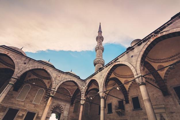 Mosquée bleue à istanbul. coucher du soleil Photo Premium