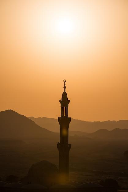 Mosquée musulmane dans le désert Photo gratuit