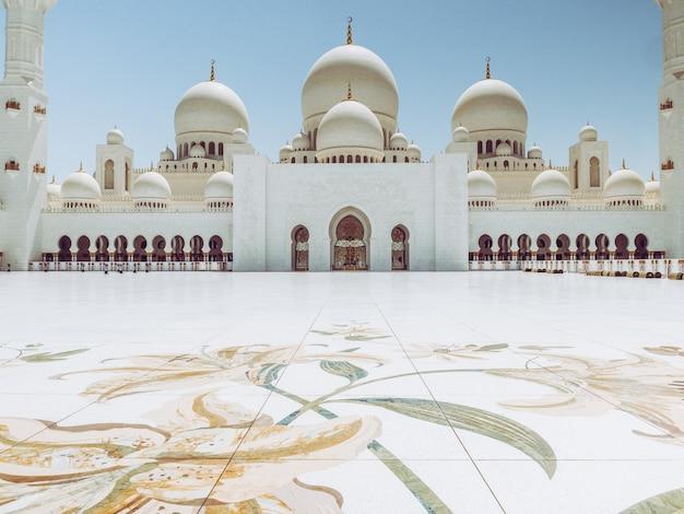 La mosquée sheikh zayed à abu dhabi Photo Premium