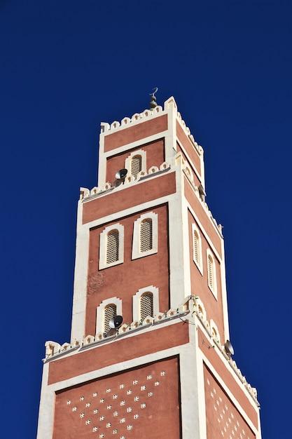 La Mosquée De La Ville D'adrar Dans Le Désert Du Sahara, En Algérie Photo Premium