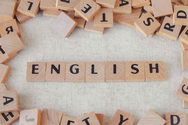 Mot Anglais Fait De Blocs De Bois, Apprendre Le Concept De Langue Anglaise Photo Premium