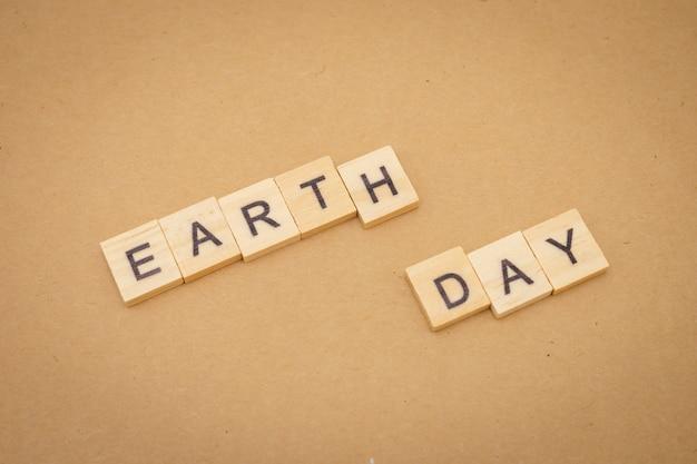 Mot bois jour de la terre en tant que fond concept journée universelle et concept du jour de la terre Photo Premium