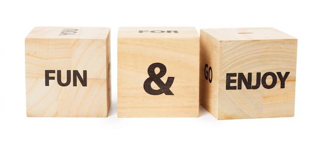 Mot écrit dans un cube en bois Photo Premium