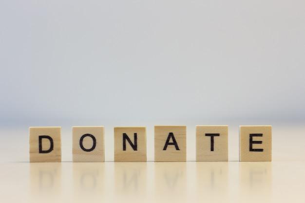 Le mot faire un don sur des cubes Photo Premium