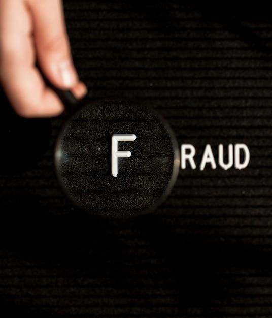 Mot De Fraude Avec Lettre Dans Une Loupe Photo Premium