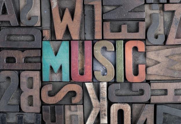 Mot De Musique Dans Des Blocs D'impression Typographique Photo Premium