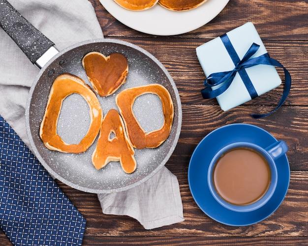 Mot De Papa écrit En Petits Pains Et Café Photo gratuit
