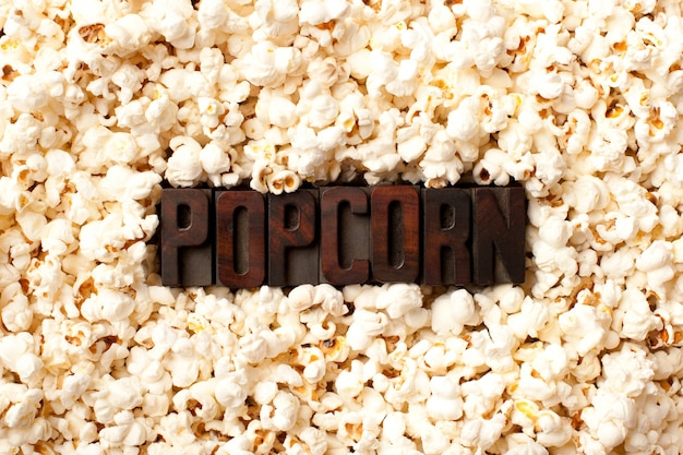 Mot pop-corn sur le mur de pop-corn Photo Premium