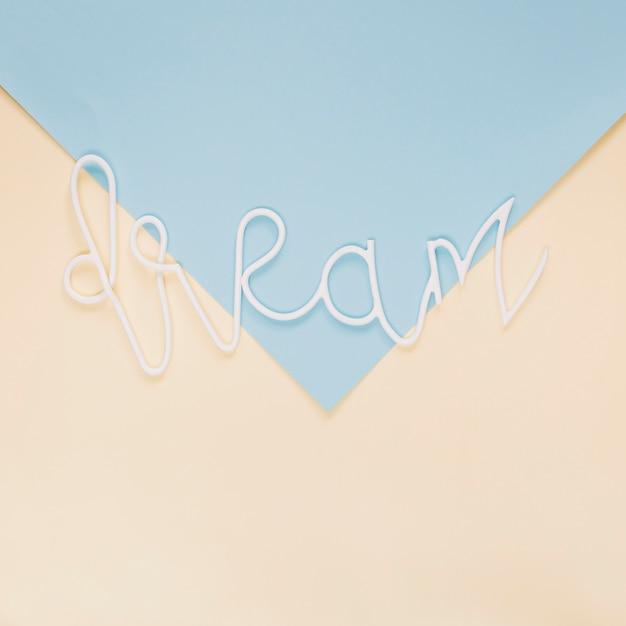 Mot de rêve sur fond de papier coloré Photo gratuit