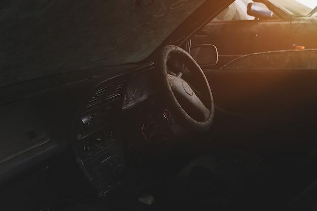 Moteur de voiture de maintenance dans le garage Photo Premium