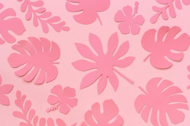 Motif De Feuilles Tropicales. Trendy Tropicales Feuilles De Papier Sur Fond Rose. Photo Premium
