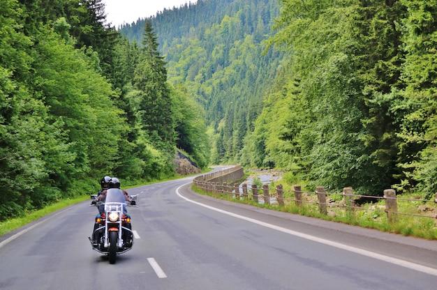 Moto Sur La Route Rurale Photo Premium