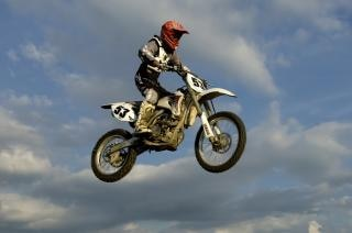 Motocross, casse-cou Photo gratuit