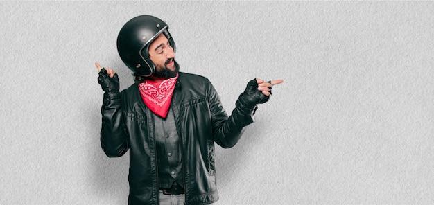 Motocycliste célébrant une victoire Photo Premium