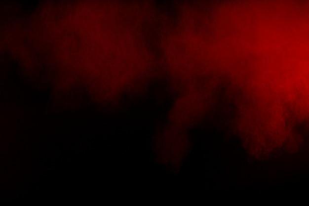 Mouvement de fumée colorée. abstrait fumée rouge sur fond noir. Photo Premium