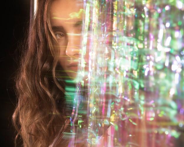 Mouvement glitch flou d'un portrait de femme Photo gratuit