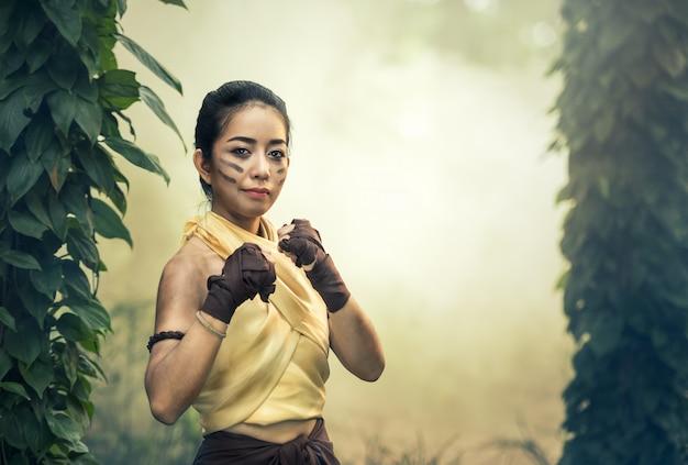 Muay thai, arts martiaux (muay boran) Photo Premium