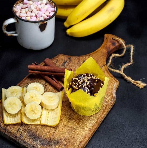 Muffin au chocolat et à la banane Photo Premium
