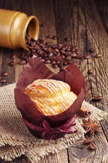 Muffin Savoureux Sur La Table En Bois Vintage Closeup Photo Premium
