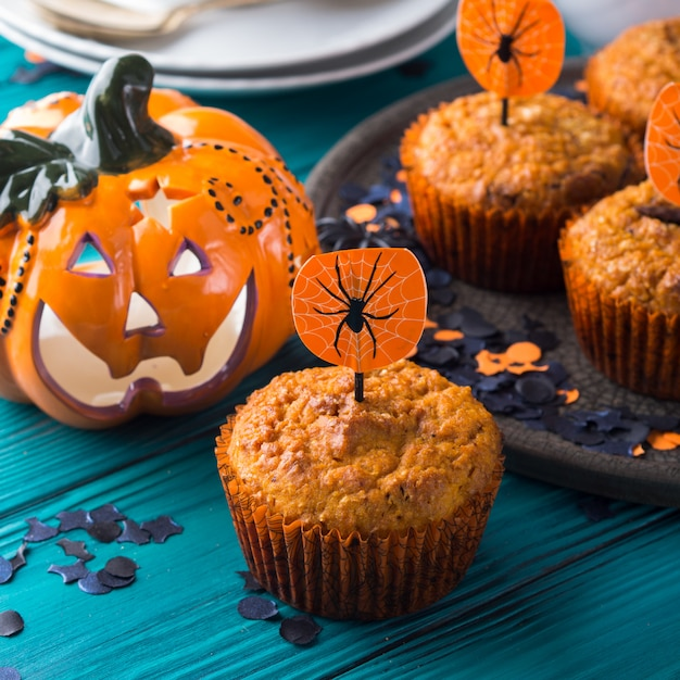 Muffins à la citrouille pour la fête d'halloween Photo Premium