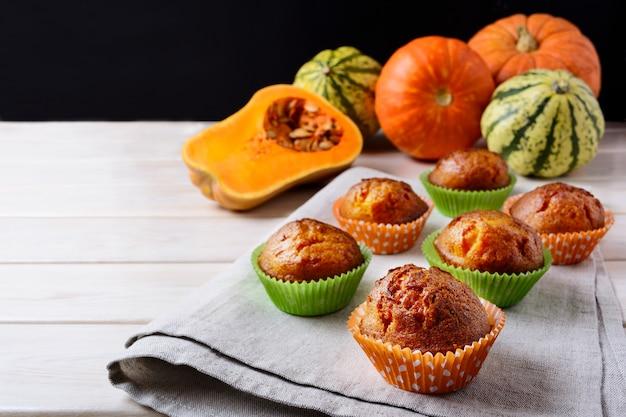 Muffins à la courge musquée, miel et citrouilles bien mûres Photo Premium