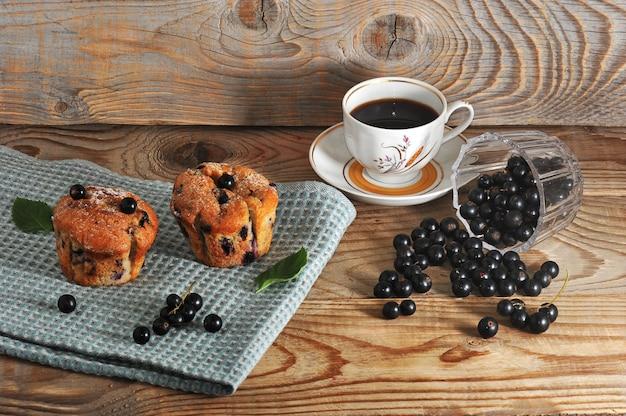 Muffins Rustiques Au Cassis Et Au Café Photo Premium