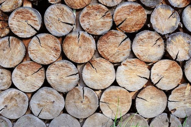 Mur en bois empilé. contexte Photo Premium