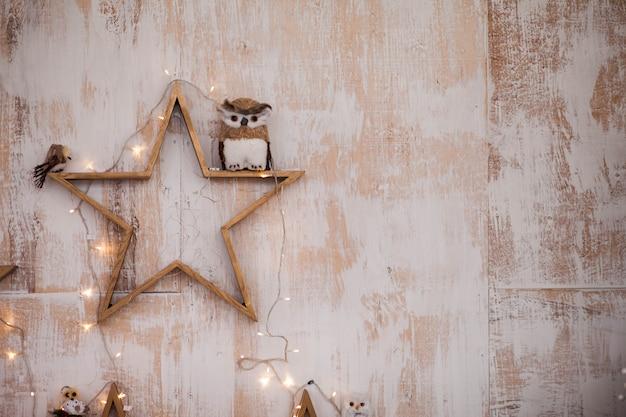 Mur Avec Décor D'étoiles Et De Guirlandes Photo Premium
