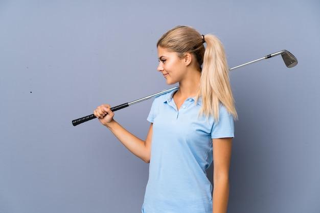 Mur de gris adolescente golfeur fille Photo Premium