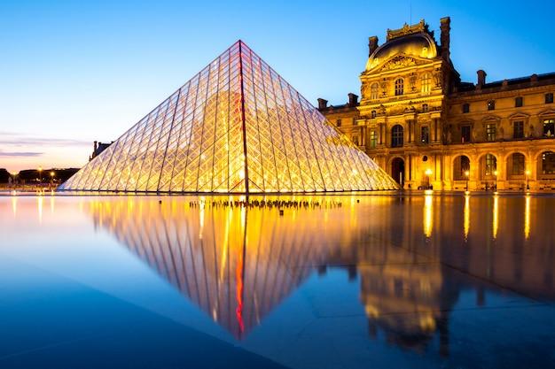 Musée Du Louvre Paris Photo Premium