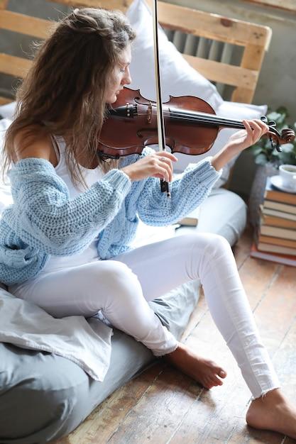 Musicien Au Lit Photo gratuit