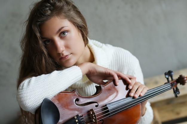 Musicien Avec Un Instrument Photo gratuit