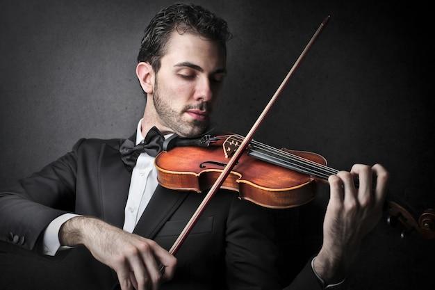 Musicien jouant du violon Photo Premium