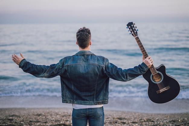 Musique de guitare en extérieur Photo gratuit