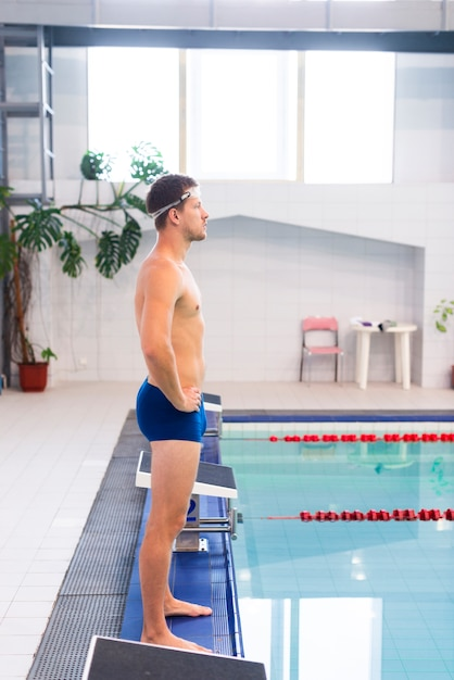 Nageur, vue côté, debout, piscine Photo gratuit