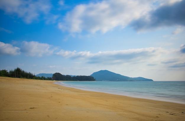 Nai yang, une plage d'harmonie à phuket Photo Premium