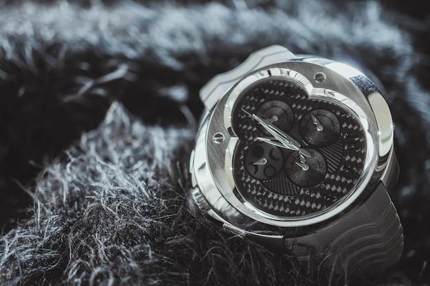 Nakhon ratchasima, thaïlande - 31 juillet 2018: montre chronographe franc vila Photo Premium