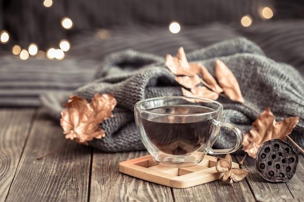 Nature Morte D'automne Confortable Avec Une Tasse De Thé. Photo gratuit