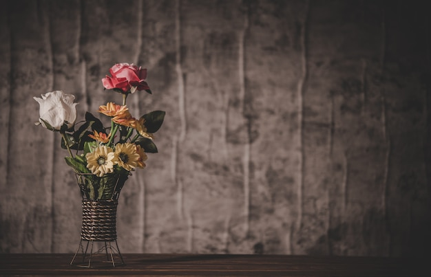 Nature morte aux vases de fleurs Photo gratuit
