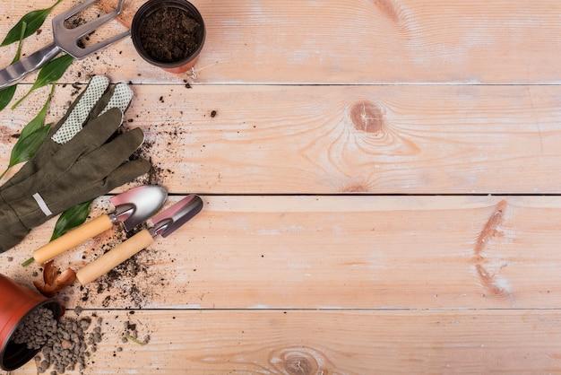 Nature morte avec des objets de jardinage Photo gratuit