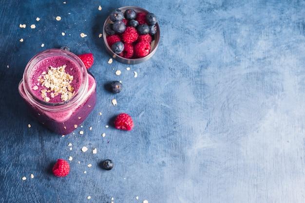 Nature morte de savoureux smoothie aux bleuets Photo gratuit