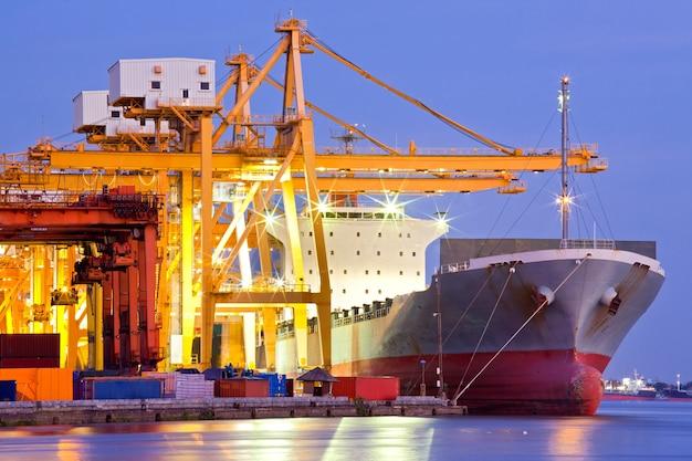 Navire cargo industriel Photo Premium