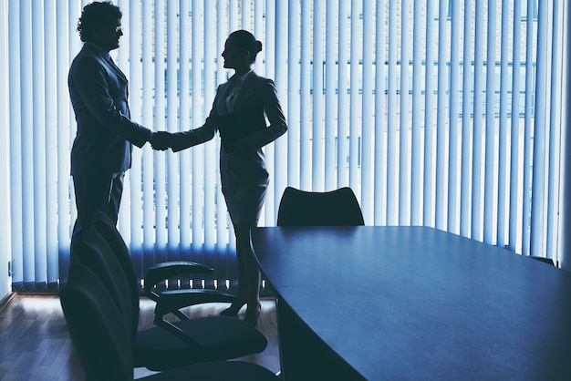Négocier Avec Un Nouvel Employé Photo gratuit