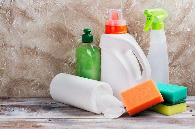 Nettoyage de printemps de la maison. kit de nettoyage Photo Premium
