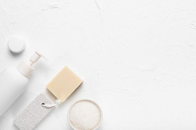 Nettoyage des produits d'hygiène au spa Photo gratuit