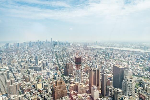 New York City - 10 Juillet: Vue Aérienne De Manhattan Le 10 Juillet 2015 à New York. Manhattan Est Un Important Centre Commercial, économique Et Culturel Des états-unis. Photo Premium